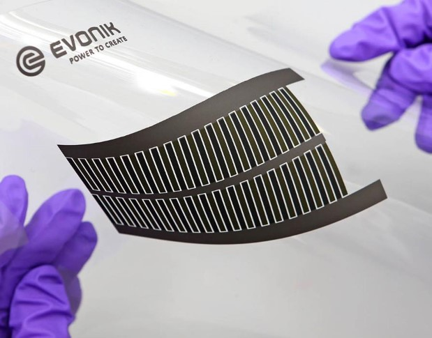 Ultra-thin and flexible batteries based on TAeTTOOz® technology enable new device concepts. Copyright: Evonik Creavis GmbH